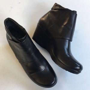 EUC Dansko leather wedge boots